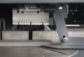 Horizontal clamping device